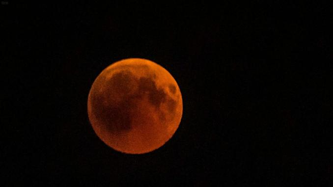 "Kenya. Eclipse: la ""lune rouge"" suscite des vocations"